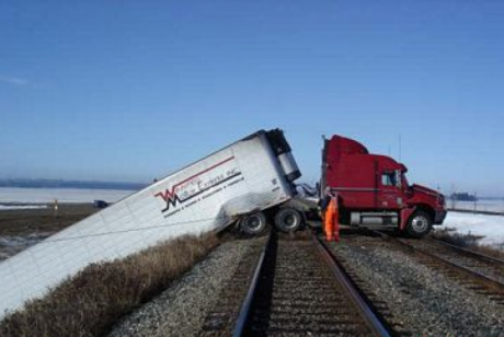 9 Unbelievable Trucking Accidents!